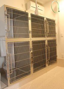 調布の動物病院、ほほえみ動物病院の入院室。ペットホテルとしても利用いたします。